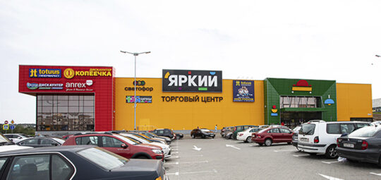 Как менялась концепция торгового центра «Яркий» на МКАД в районе д. Большое Стиклево